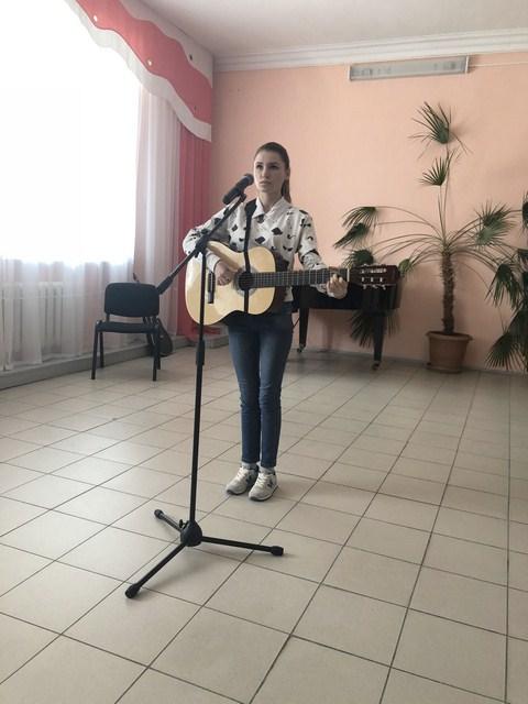 img_1650_s_gitaroi_devochka_kopirovat.jpg (69.02 Kb)